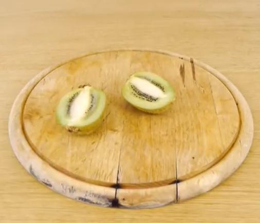 kak-bystro-pochistit-kivi-mango-avokado